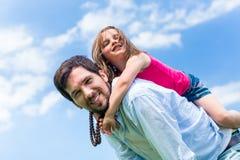 A due vie di trasporto del bambino del papà Fotografia Stock Libera da Diritti