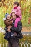 A due vie di trasporto del figlio e della figlia del padre Immagine Stock Libera da Diritti