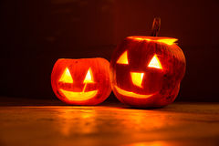 Due zucche sorridenti di Halloween alla notte Immagine Stock Libera da Diritti