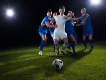 Duel de footballeurs photographie stock libre de droits