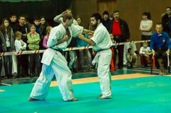Duell av karatepraktiker Arkivfoto
