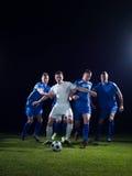 Duell för fotbollspelare Royaltyfri Bild