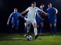 Duell för fotbollspelare Royaltyfri Fotografi