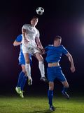 Duell för fotbollspelare Royaltyfri Foto