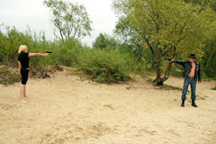 duellen guns folk två Royaltyfri Fotografi
