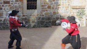 Duelo da exposição no reenactment histórico do século XVII em Gorizia video estoque