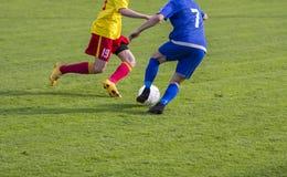 Duelo del juego de fútbol del fútbol Foto de archivo libre de regalías