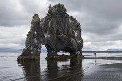 Duende de Hvitserkur en Islandia del norte Imagen de archivo libre de regalías