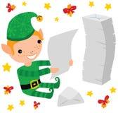 Duende de la Navidad que lee las letras de los niños Foto de archivo libre de regalías