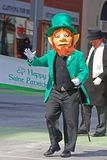 Duende en el desfile Ottawa, Canadá del día del ` s de St Patrick Imagenes de archivo