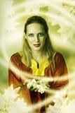 Duende o bruja de la mujer joven que hace magia. Fotos de archivo libres de regalías