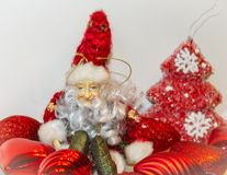 Duende rojo de la postal del Año Nuevo de la Navidad Fotografía de archivo libre de regalías