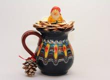 Duende y mina de oro por el Año Nuevo y la Navidad Imagenes de archivo