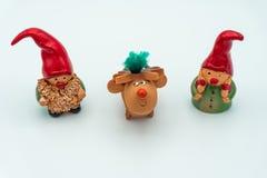Duendes de la Navidad o gnomos y reno de la Navidad imagen de archivo
