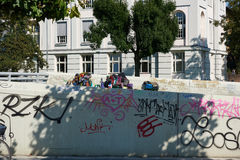 DUESSELDORF, ΓΕΡΜΑΝΙΑ - 17 ΑΥΓΟΎΣΤΟΥ 2016: Τα αγαθά και οι κινητές περιουσίες παρουσιάζουν την ένδεια και άστεγο ζήτημα σε Duesse Στοκ Εικόνα