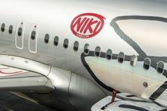 DUESSELDORF, ALEMANIA - 03 09 2017 aviones de Niki Airlines Airberlin partner en el aeropuerto Imagen de archivo libre de regalías