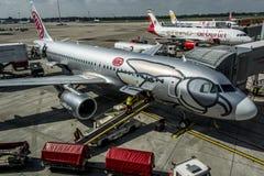 DUESSELDORF, ALEMANIA - 03 09 2017 aviones de Niki Airlines Airberlin partner en el aeropuerto Foto de archivo libre de regalías
