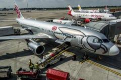 DUESSELDORF, ALEMANIA - 03 09 2017 aviones de Niki Airlines Airberlin partner en el aeropuerto Fotografía de archivo