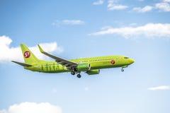 Duesseldorf, Allemagne - 5 octobre 2017 : Atterrissage 8GJ de S7 Aerines Boeing 737 à l'aéroport de Dusseldorf Photos libres de droits