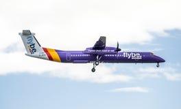 Duesseldorf, Allemagne - 5 octobre 2017 : Atterrissage Q400 du tiret 8 de Flybe Bombadier à l'aéroport de Dusseldorf Images stock