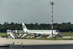 DUESSELDORF ALLEMAGNE - septembre 2017 stationnement de Germania Airbus A321-211 à l'aéroport allemand étant chargé photographie stock libre de droits