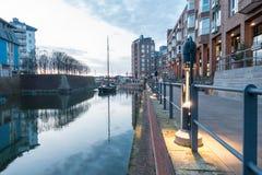 DUESSELDORF, DEUTSCHLAND - 12. MÄRZ 2017: Der Altstadt-Hafen zieht Besucher aus der ganzen Welt und Glanz während an Stockfoto