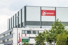 Duesseldorf, Duitsland - September 20 2017: De insolvente luchtvaartlijn werkt nog bij de luchthaven Stock Afbeelding