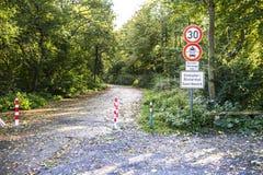 Duesseldorf Niemcy, Październik, - 05 2017: Szyldowy ostrzeżenie zakaźny equine anaemia EIA Przekład: Equine Zdjęcie Stock