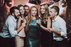 duet Clube do karaoke celebration Grande humor Barra imagem de stock