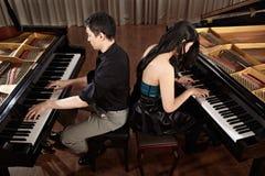 Duett med pianon Fotografering för Bildbyråer