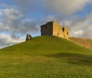 Duffus slott i december som fryser solen. arkivfoton