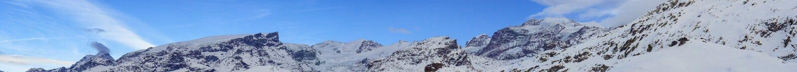 Dufourspitze och Matternhorn från Champoluc Royaltyfria Bilder