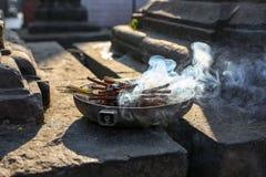 Duftende Räucherstäbchen lizenzfreies stockbild