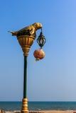 Dugongstandbeeld op elektriciteitspost Stock Foto