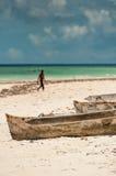 Dugout Boten op Strand stock afbeeldingen