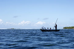 dugoutlopp för 2 kanot arkivbild