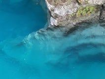 Duidelijk Blauw Water bij Haast-Pas, Nieuw Zeeland royalty-vrije stock foto