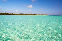 Duidelijk Caraïbisch water royalty-vrije stock afbeelding