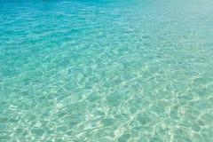 Duidelijk turkoois water in Santa Maria-strand in Zout Kaapverdië Royalty-vrije Stock Afbeelding
