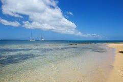 Duidelijk water bij Pangaimotu-eiland dichtbij Tongatapu-eiland in Tonga Royalty-vrije Stock Foto's