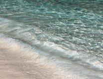 Duidelijk water op een tropisch strand Royalty-vrije Stock Afbeelding