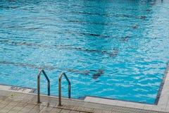 Duidelijk zwembad voor sporten Royalty-vrije Stock Afbeeldingen
