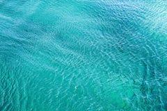 Duidelijke Adriatische zeewaterachtergrond Stock Afbeeldingen