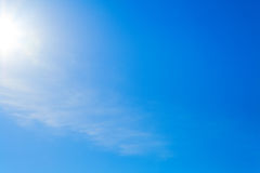 Duidelijke blauwe hemel