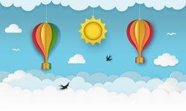 Duidelijke blauwe hemel met wolken, vliegende vogels, hangende zon en hete luchtballons met bogen Slikt het vliegen in de hemel D stock illustratie