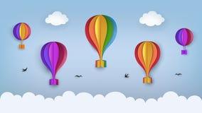 Duidelijke blauwe hemel met wolken, vliegende vogels, regenboog-gekleurde hete luchtballons Slikt het vliegen in de hemel Documen vector illustratie