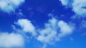 Duidelijke blauwe hemelachtergrond Stock Afbeeldingen