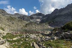 Duidelijke hemel over van Musala de piek en van Musalenski meren, Rila-berg Royalty-vrije Stock Afbeelding