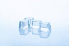 Duidelijke ijsblokjes Stock Afbeeldingen