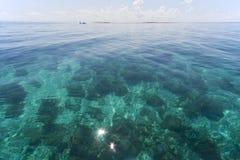 Duidelijke overzees… Stock Foto's